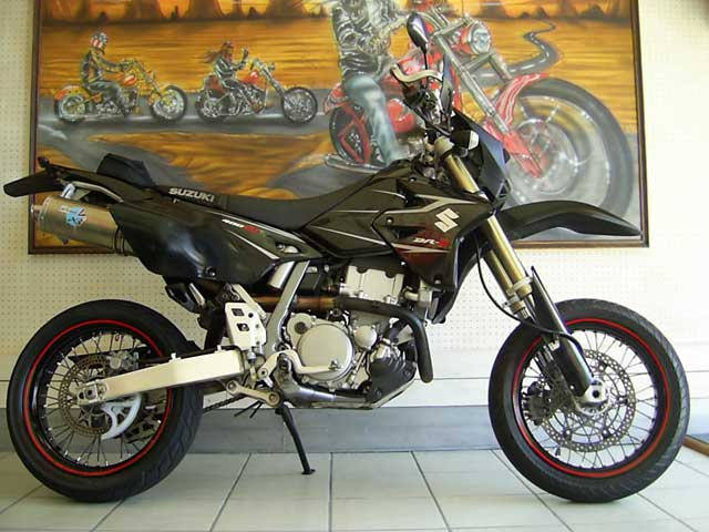 Black 2006 Suzuki DRZ400SM - Photo by BikeFinder.co.za